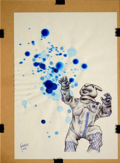 #004 本誌10頁の写真から背景を省略した形で描き上げました。 ブルーが寄り集まっている空中を見上げながら手を伸ばそうとしているかのようなカット。 集めたブルーはその都度体内に取り込むんだろうか? それともある程度まとめて塊にしてから? 両手で粘土でも扱うようにこねてまとめるのかもしれない。